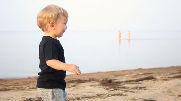 Мальчик гей на пляже фото 201-242