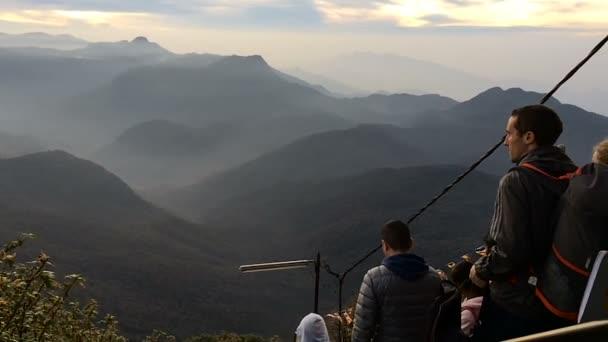 Buddhističtí poutníci pozorování východu slunce