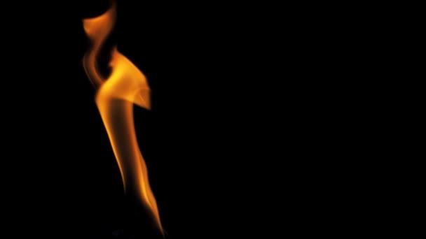 Hořící oheň Performer foukat oheň zdola