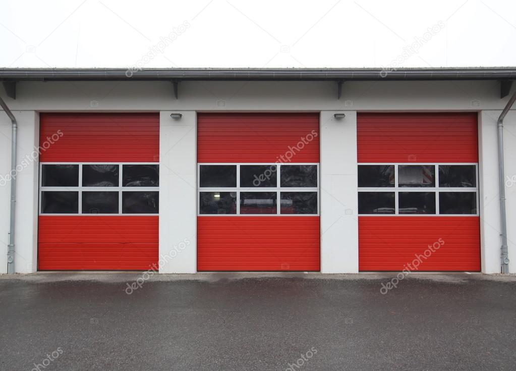 Straży Pożarnej Garażu Wiersza Zdjęcie Stockowe Jojoo64