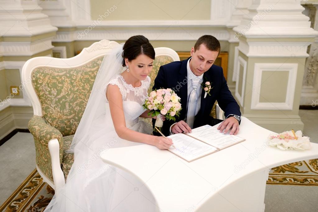 Imágenes Parejas Casandose Registro De Matrimonio Novios Foto