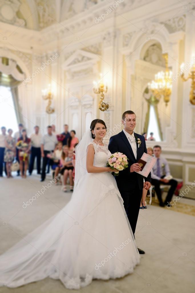 Imágenes Novios Casandose Registro De Matrimonio Novios Foto De