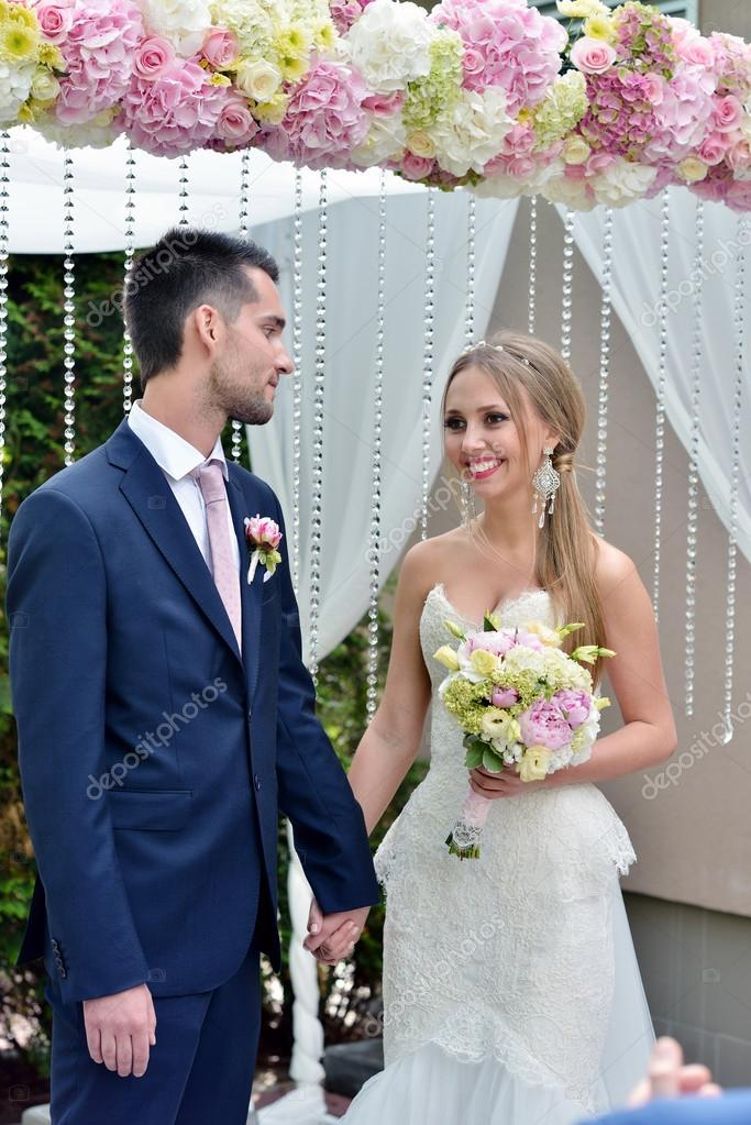 Imágenes Parejas De Novios Casandose Hermosa Pareja Registro