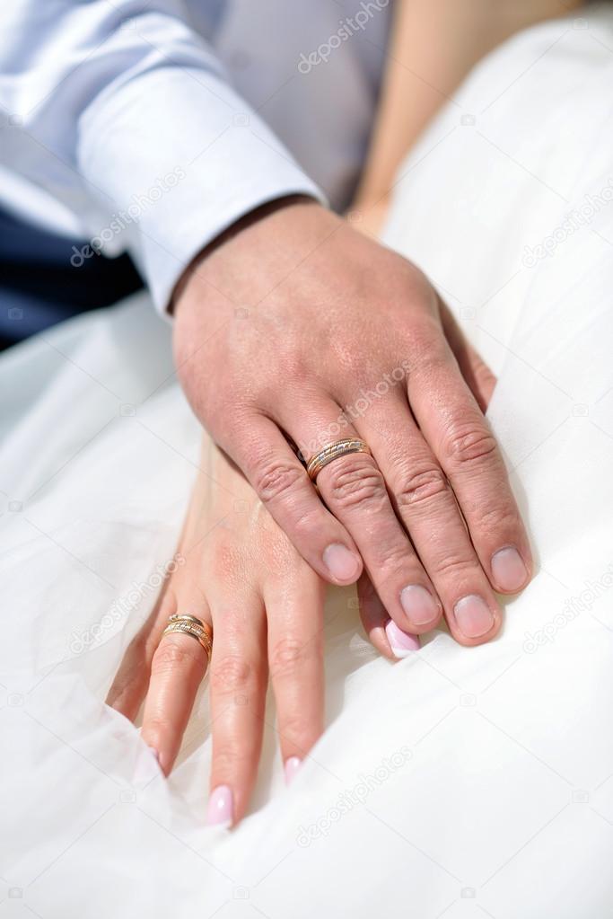 manos con anillos de boda — Fotos de Stock © pvstory #115490904
