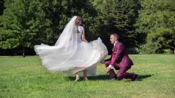 Krásu nevěsty a ženicha, tanec