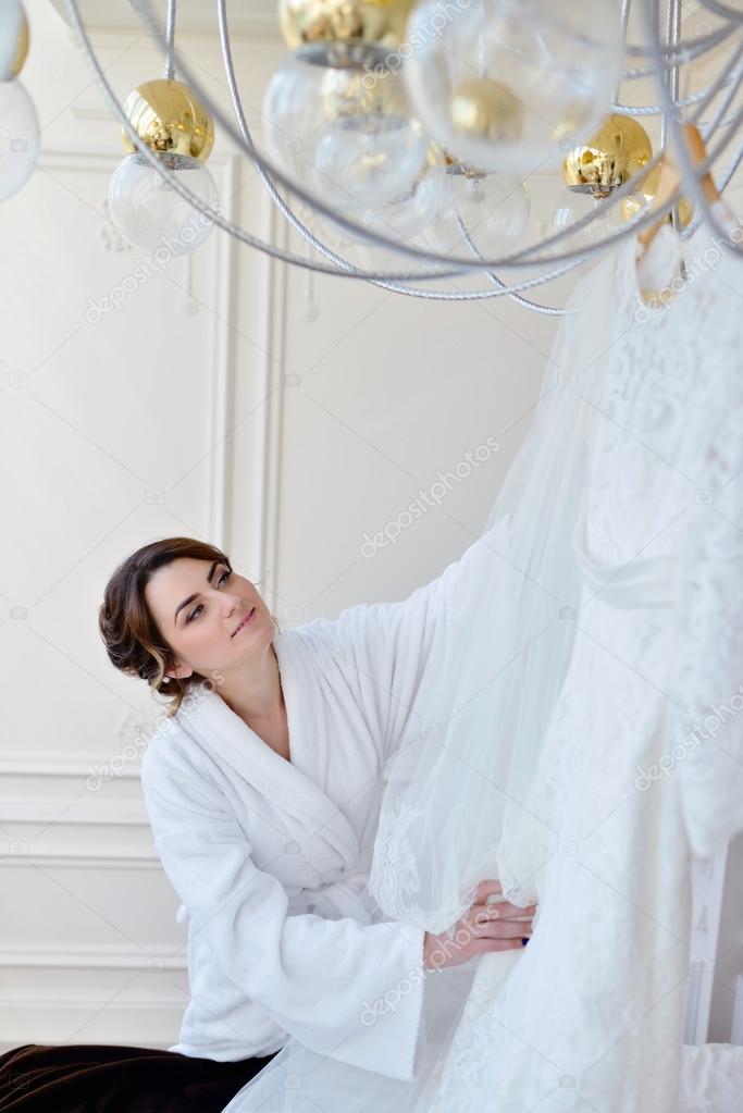 Ver Vestido De Novia De La Novia Foto De Stock Pvstory