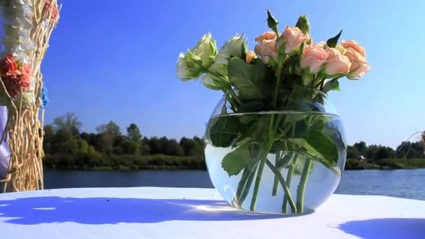 Svatební kytice ve váze