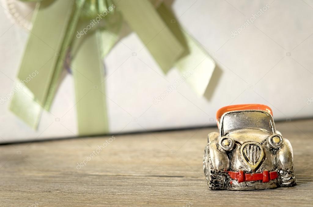 Silber Spielzeug Auto Close Up Hochzeitsgeschenke Mit Konfetti