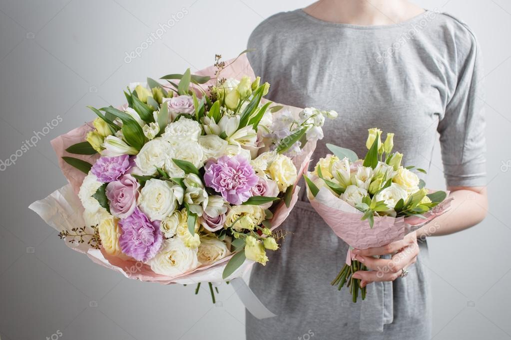 Bloemist Meisje Met Rijke Bos Bloemen Verse Lente Boeket