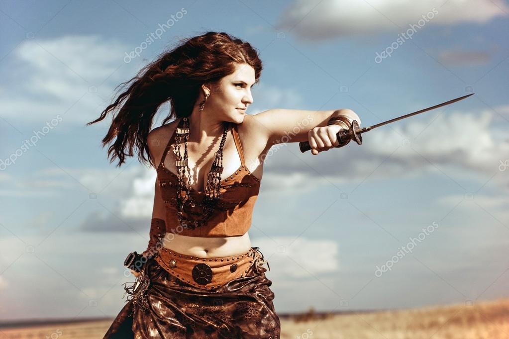 Фото голых в древнем одежда амазонок девушек #11