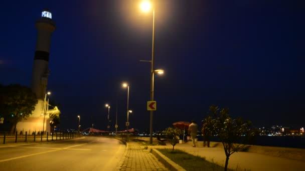 Timelapse, noční světlo semaforu s majákem
