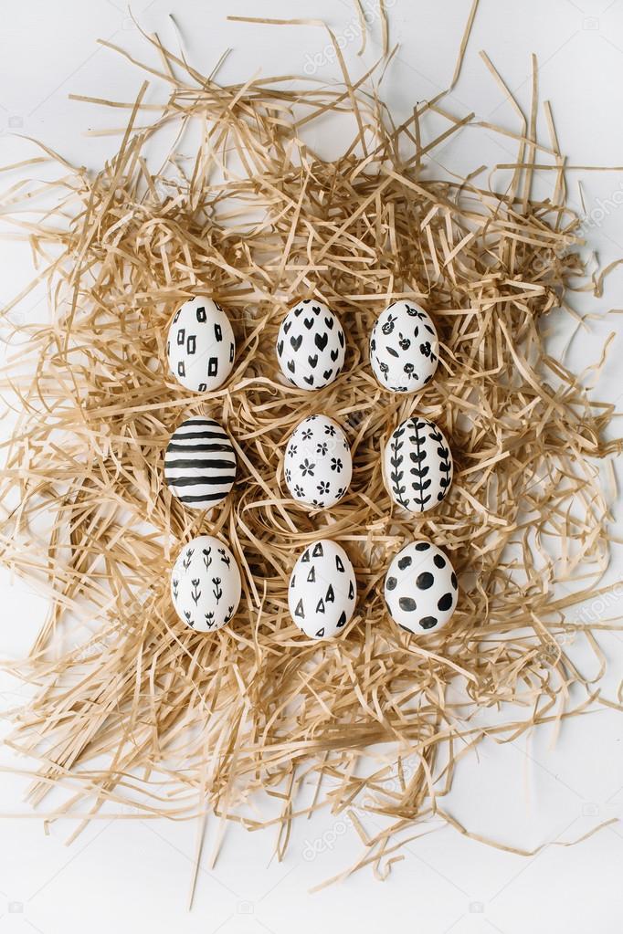 Pasen Eieren In Het Nest Stockfoto Maximleshkovich 105478812