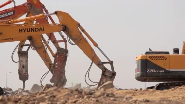 Madina - Saúdská Arábie 8 prosinec 2014 - kladivo hornin v staveniště
