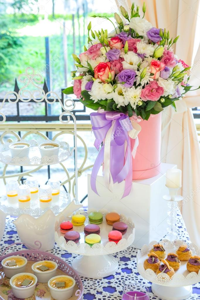 sweet table Candy Bar flowers — Stock Photo © lodtrk.gmail.com ...