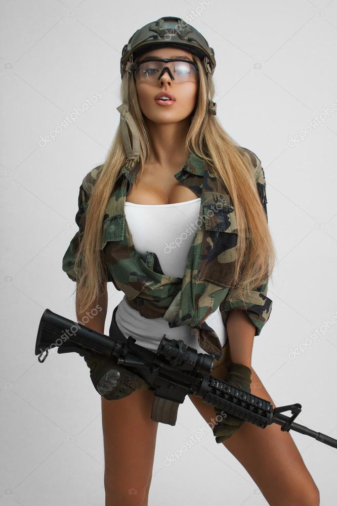 Сексуальные девушки в военной форме 10