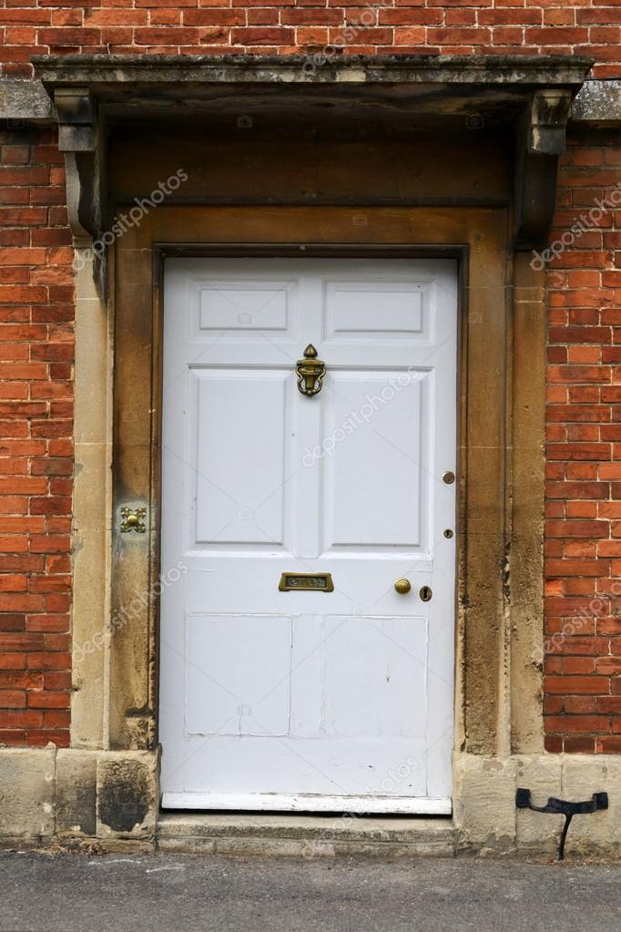 Blanche porte d 39 entr e d 39 une maison de ville d 39 anglais de - Porte d entree maison ...