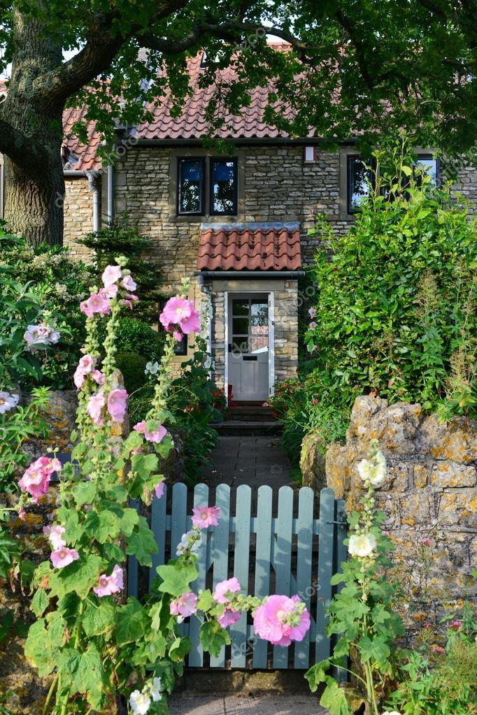 Englisches Cottage schöne englisch cottage stein stockfoto 1000words 104005984