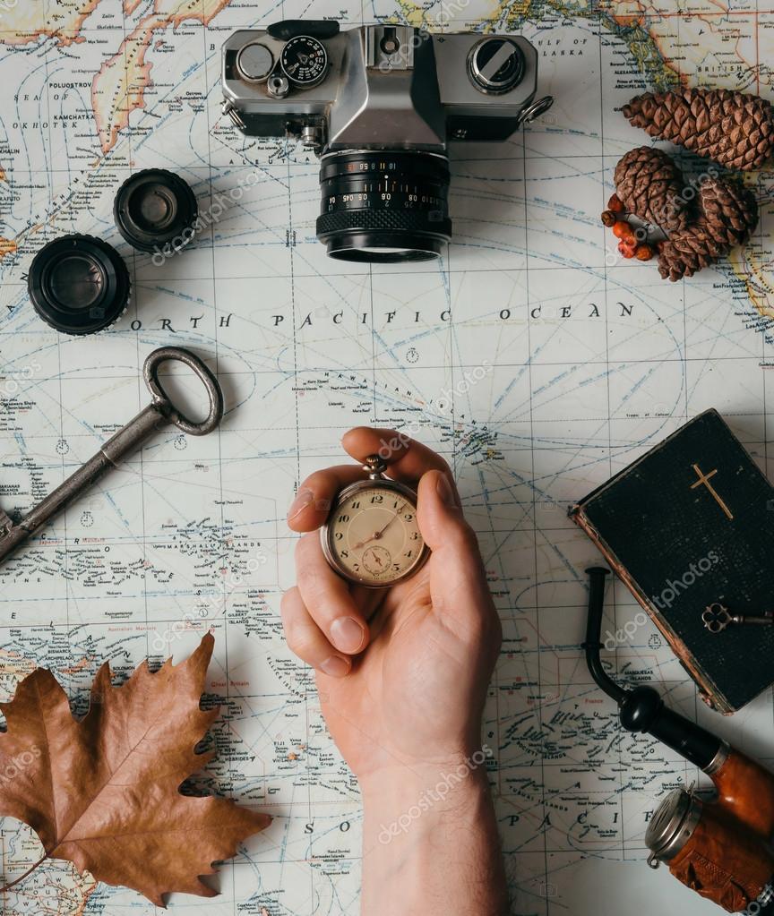 62551222a0825 Flache Laien Abenteuer Jahrgang Zahnrad für Erkundung oder unterwegs auf  alte Karte — Foto von ...