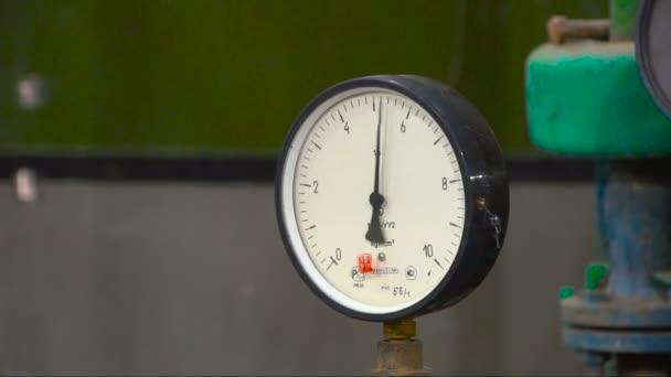 Manometer zeigt den Druck an