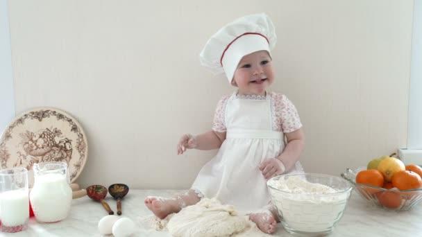 dítě v kuchyni 4