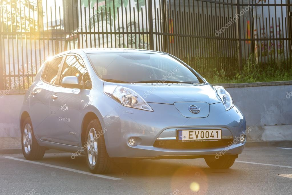 All Elektrische Auto Nissan Leaf Redactionele Stockfoto C Afotoeu