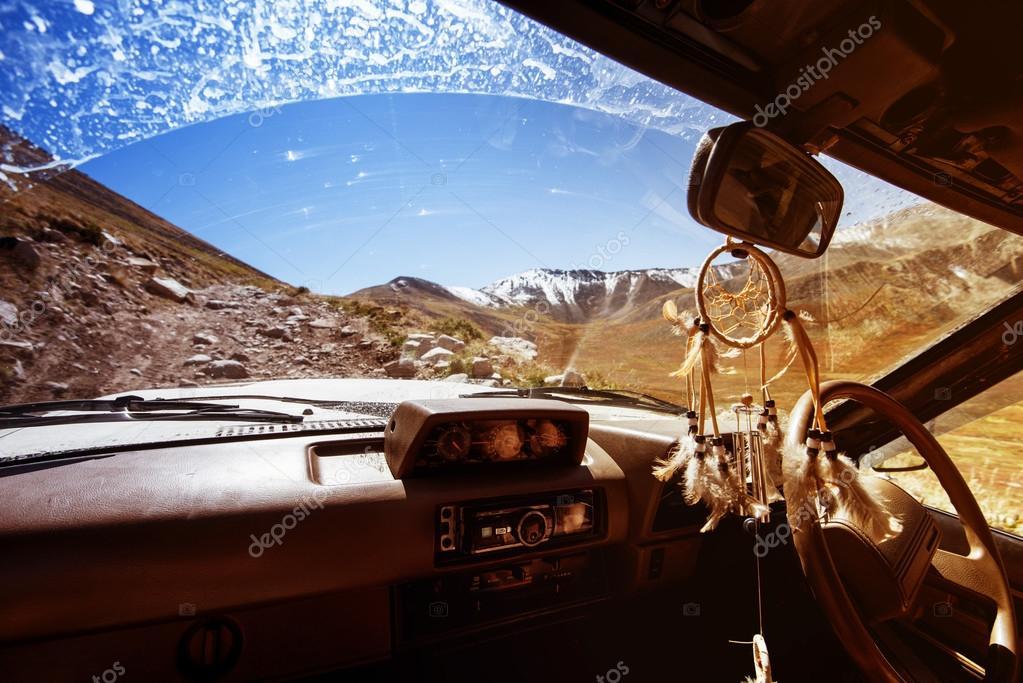 Off-road car climbs to mountain pass