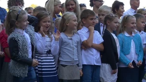 Žáky základních tříd přišel na stadion školy NO2