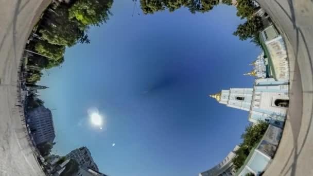 Rabbit Hole bolygó 360 fokos. Mihály tér
