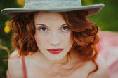 Photo Portrait of a young redhead woman