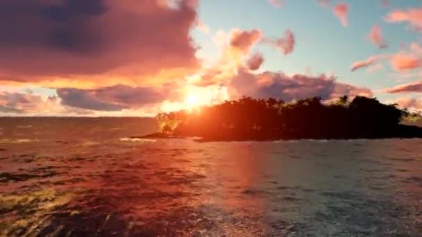 Palmové stromy a slunce. Pěkný západ slunce na pláži. Západ slunce čas kola.