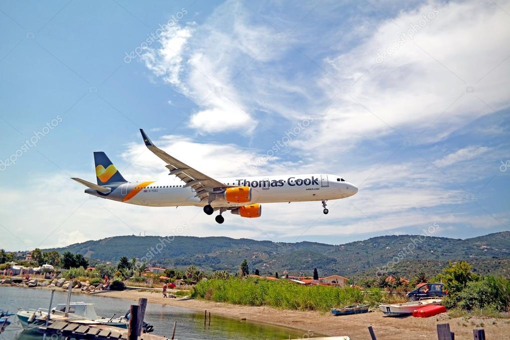 Aeroporto Skiathos : Airbus a thomas cook airlines letiště skiathos — stock