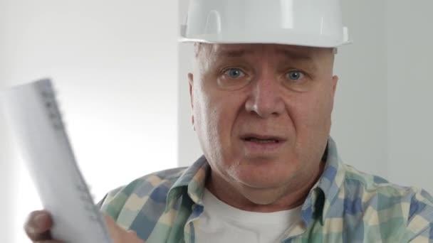 Zaměstnanec Práce ve stavebnictví Mluvení o bytech Rekonstrukce a design interiéru.