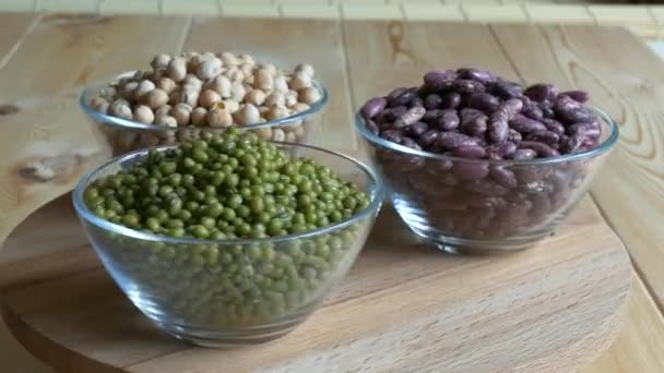 Glas Schüsseln mit Kichererbsen, Mungbohnen und rote Bohnen