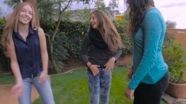 Трьох дівчат відео отодрать