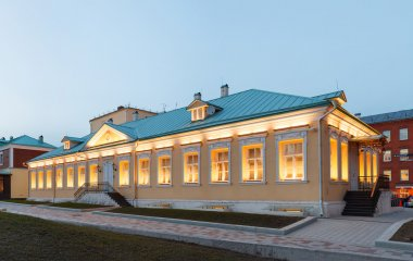 Single storey building in classical palladio style