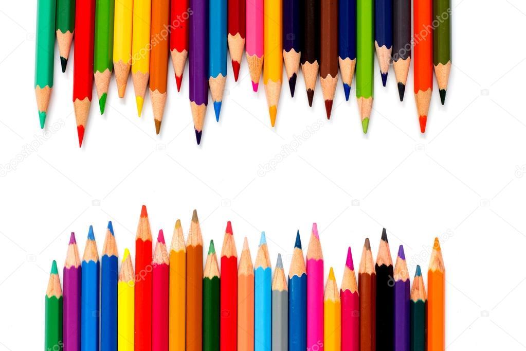 Zeile der Farbstift auf weißem Hintergrund platziert — Stockfoto ...