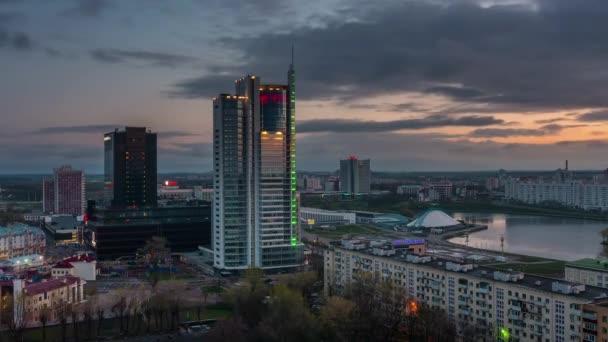 Weißrussland Sonnenaufgang Stadtzentrum Dach oben Fluss Bucht panorama 4k Zeitraffer Minsk