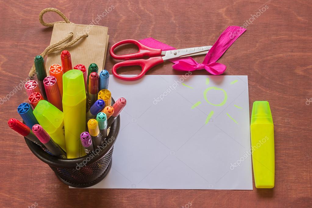 Markery Kolorowy Papier Opakowania Nożyczki I Dekoracyjne
