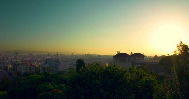 Západ slunce timelapse Barcelona. Pohled na město od kopce Montjuic. Barcelona Panorama