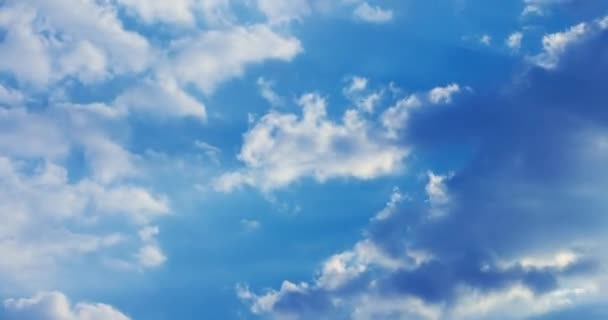 Timelapse mraky. Obloha mraky. Timelapse mraky. Sluneční den mraky