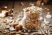 Sweet napuchlé rýže s karamelem do sklenice