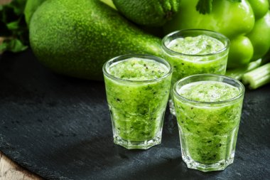 Fresh green detox smoothie