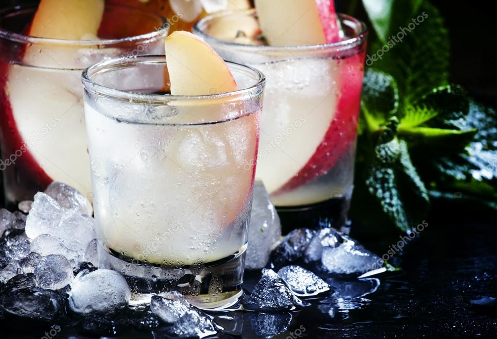 Alcoholic cocktail with pear vodka sprite crushed ice for Pear vodka mixed drinks