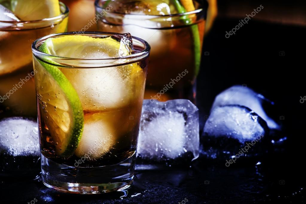 colección completa fina artesanía el precio se mantiene estable Alcohol coctel ron cola con ron blanco, Lima, limón, cola y ...