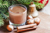 Photo Hot chocolate with cinnamon and nuts