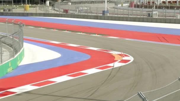 Zkušební řídit auto. Formule 1 stopa. Auto racing. Formule 1 v Soči. Olympijský Park. Rychlou jízdu. Vysokorychlostní vozidla. Silniční test drive. Speedway. Závodní auto
