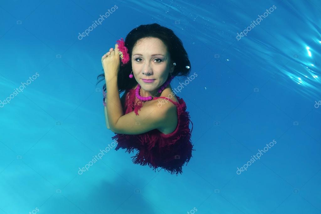 Woman presenting underwater fashion in pool \u2014 Stock Photo