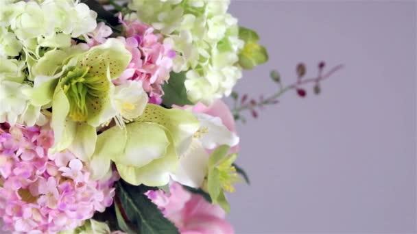 nádherný květ na cestách
