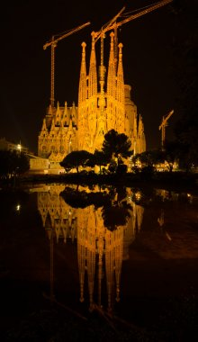 BARCELONA, SPAIN - AUGUST 11, 2016: Nativity facade Sagrada Familia and its reflection in water