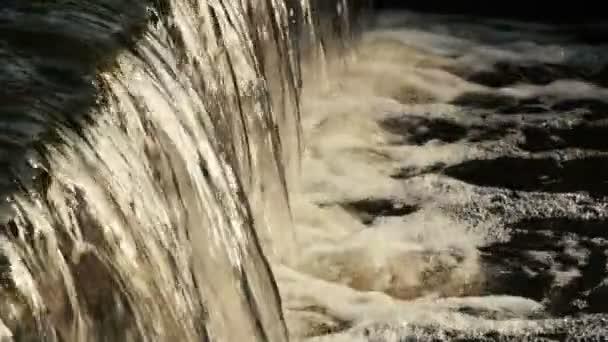 Tekoucí řeky vody detail
